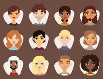Σύνολο διαφορετικών στρογγυλών ειδώλων με τα του προσώπου ενδύματα υπηκοοτήτων χαρακτηριστικών γνωρισμάτων διαφορετικά και hairst Στοκ φωτογραφία με δικαίωμα ελεύθερης χρήσης