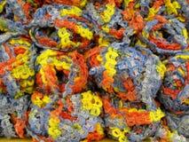 Σύνολο κίτρινων, πορτοκαλιών και γκρίζων σφαιρών νημάτων μαλλιού Στοκ φωτογραφία με δικαίωμα ελεύθερης χρήσης