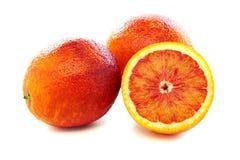 Σύνολο και τα μισά από τα κόκκινα πορτοκάλια αίματος. Στοκ Εικόνες