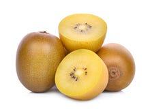Σύνολο και τα μισά τα κίτρινα ή χρυσά φρούτα ακτινίδιων που απομονώνονται από στο λευκό Στοκ φωτογραφία με δικαίωμα ελεύθερης χρήσης