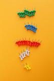Σύνολο καρφιτσών ώθησης στα διαφορετικά χρώματα στοκ εικόνες με δικαίωμα ελεύθερης χρήσης