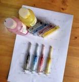 Σύνολο κασετών μελανιού, χρωμάτων ξαναγεμισμάτων στα μπουκάλια και βρώμικο στοκ φωτογραφία με δικαίωμα ελεύθερης χρήσης