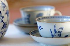 Σύνολο καφέ φιαγμένο από άσπρη και μπλε πορσελάνη Στοκ εικόνα με δικαίωμα ελεύθερης χρήσης
