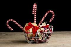 Σύνολο καλαθιών αγορών των δώρων Χριστουγέννων Στοκ εικόνες με δικαίωμα ελεύθερης χρήσης