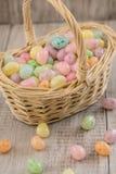 Σύνολο καλαθιών χρωματισμένης της κρητιδογραφία καραμέλας αυγών Πάσχας Στοκ Εικόνες