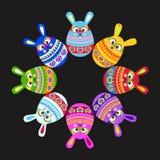 Σύνολο κουνελιού Πάσχας διασκέδασης όπως τα αυγά κατά μήκος του Μαύρου πλαισίων Στοκ φωτογραφία με δικαίωμα ελεύθερης χρήσης