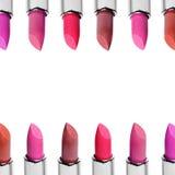 Σύνολο κραγιόν χρώματος που τακτοποιούνται στη γραμμή που απομονώνεται στο άσπρο υπόβαθρο Σειρές του κοκκίνου, του ροζ και του κρ Στοκ Εικόνες