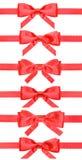 Σύνολο κόκκινων τόξων στις κορδέλλες σατέν που απομονώνονται Στοκ εικόνα με δικαίωμα ελεύθερης χρήσης