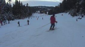 Σύνολο κλίσεων σκι των ανθρώπων απόθεμα βίντεο