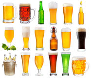 Σύνολο με τα διάφορα γυαλιά και τα μπουκάλια της μπύρας Στοκ Εικόνες