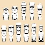 Σύνολο μονολιθικών ανθρώπινων αριθμών Moai που χαράζονται από τους ανθρώπους Rapa Nui στο της Χιλής πολυνησιακό νησί Πάσχα Στοκ εικόνα με δικαίωμα ελεύθερης χρήσης