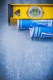 Σύνολο μπλε επιπέδου κατασκευαστικών σχεδίων στο μεταλλικό υπόβαθρο Στοκ φωτογραφία με δικαίωμα ελεύθερης χρήσης