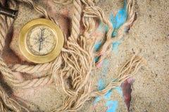 Σύνολο ναυτικών οργάνων, που βρίσκεται στην άμμο και Στοκ φωτογραφίες με δικαίωμα ελεύθερης χρήσης