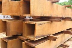 Σύνολο ξύλινης ξυλείας πεύκων για το κτήριο οικοδόμησης Στοκ Φωτογραφίες