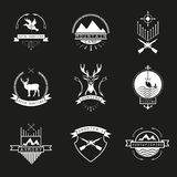 Σύνολο λογότυπου κυνηγιού, στρατοπέδευσης, αλιείας, οπλοστάσιων και των σκοπευτών, em Στοκ Φωτογραφίες