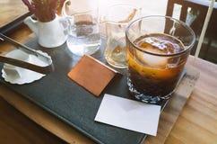 Σύνολο παγωμένου καφέ σε ένα ψηλό γυαλί Στοκ φωτογραφία με δικαίωμα ελεύθερης χρήσης