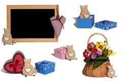 Σύνολο παιχνιδιού γατών φωτογραφιών, κιβώτια δώρων, καλάθι με τα λουλούδια, εγκαταστάσεις, Στοκ εικόνα με δικαίωμα ελεύθερης χρήσης