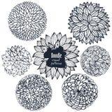 Σύνολο περιγραμματικών διακοσμητικών λουλουδιών και καμπυλών doodle Στοκ Εικόνες