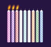 Σύνολο πολύχρωμων κεριών γενεθλίων Νέος, κάψιμο Στοκ Εικόνα