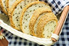 σύνολο σιταριού ψωμιού Περικοπή στα κομμάτια Στοκ φωτογραφίες με δικαίωμα ελεύθερης χρήσης