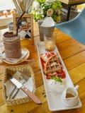 Σύνολο σοκολάτας, βάφλας και παγωτού Στοκ φωτογραφία με δικαίωμα ελεύθερης χρήσης