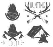 Σύνολο στοιχείων στρατοπέδευσης, άγριας φύσης, υπαίθρια, και περιπέτειας κυνηγιού Στοκ φωτογραφία με δικαίωμα ελεύθερης χρήσης