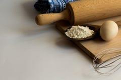 Σύνολο συστατικών που χρησιμοποιούνται για το ψήσιμο Στοκ φωτογραφία με δικαίωμα ελεύθερης χρήσης
