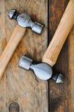 Σύνολο σφυριών εργαλείων χεριών ή βασικών εργαλείων στο ξύλινο υπόβαθρο Στοκ Εικόνες