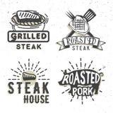 Σύνολο σχεδίου λογότυπων με το ψημένο στη σχάρα κρέας επίσης corel σύρετε το διάνυσμα απεικόνισης Στοκ εικόνα με δικαίωμα ελεύθερης χρήσης