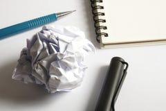 Σύνολο σχεδίων σκίτσων Τσαλακωμένο έγγραφο, μολύβι, μάνδρα πηγών, σημειωματάριο Στοκ Φωτογραφία