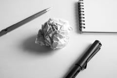 Σύνολο σχεδίων σκίτσων Τσαλακωμένο έγγραφο, μολύβι, μάνδρα πηγών, σημειωματάριο Στοκ Εικόνες