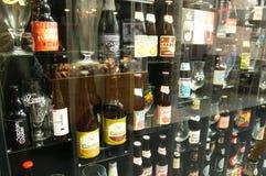 Σύνολο τοίχων των μπουκαλιών μπύρας στη Μπρυζ Στοκ Εικόνα