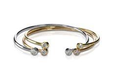Σύνολο τριών χρωματισμένων βραχιολιών χρυσού και διαμαντιών που συσσωρεύονται Στοκ Εικόνες
