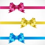 Σύνολο τόξων δώρων με τις κορδέλλες Ροζ, χρυσός και μπλε διανυσματική απεικόνιση