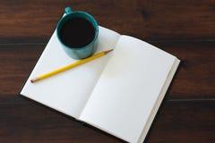 Σύνολο φλυτζανιών καφέ κιρκιριών του μαύρου καφέ στοκ εικόνες