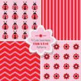 Σύνολο 4 χαριτωμένων ρόδινων & κόκκινων άνευ ραφής σχεδίων διανυσματική απεικόνιση