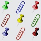 Σύνολο χαρτικών Διαφορετικοί καρφίτσες και συνδετήρες χρωμάτων Στοκ εικόνα με δικαίωμα ελεύθερης χρήσης