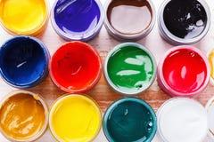 Σύνολο χρωμάτων γκουας στα βάζα Στοκ Φωτογραφίες