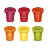 Σύνολο χρωματισμένου κενού πλαστικού εμπορευματοκιβωτίου τροφίμων για το γιαούρτι επιδορπίων Στοκ φωτογραφία με δικαίωμα ελεύθερης χρήσης