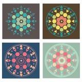 Σύνολο 4 χρωματισμένων εκδόσεων του σχεδίου mandala γεωμετρίας Στοκ εικόνες με δικαίωμα ελεύθερης χρήσης
