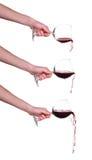 Σύνολο χύνοντας κόκκινου κρασιού από το γυαλί με το χέρι, κρασί, παφλασμός, αεριωθούμενο αεροπλάνο που απομονώνεται στο λευκό Στοκ Φωτογραφίες