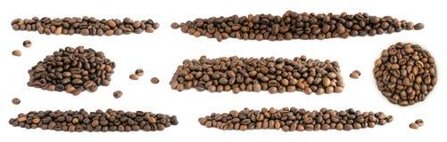 Σύνολο ψημένων φασολιών καφέ που απομονώνεται στο άσπρο υπόβαθρο Στοκ φωτογραφία με δικαίωμα ελεύθερης χρήσης
