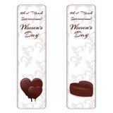 Σύνολο δύο κάθετων εμβλημάτων με την άσπρη διακόσμηση, καρδιές σοκολάτας και χαρακτηρισμένος η διεθνής ημέρα γυναικών ` s στις 8  απεικόνιση αποθεμάτων