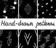 Σύνολο hand-drawn άνευ ραφής μονοχρωματικών σχεδίων ελεύθερη απεικόνιση δικαιώματος