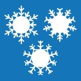 Σύνολο snowflakes που απομονώνεται στο μπλε υπόβαθρο Στοκ Φωτογραφία