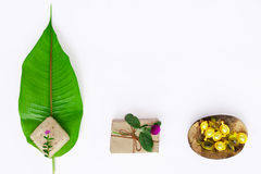 Σύνολο SPA, κάψα για την τρίχα, φύλλο, σαπούνι Χαλαρώνοντας χρόνος aromatherapy Η τοπ άποψη, επίπεδη βάζει Στοκ εικόνες με δικαίωμα ελεύθερης χρήσης