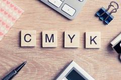 Σύντμηση CMYK των φραγμών ως έννοια φωτογραφίας στην επιχείρηση W στοκ εικόνα με δικαίωμα ελεύθερης χρήσης