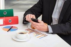 Σύντομο διάλειμμα για τον καφέ στην εργασία Στοκ φωτογραφίες με δικαίωμα ελεύθερης χρήσης