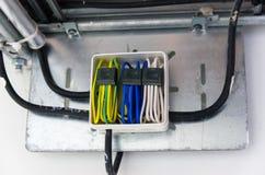 Σύνδεση καλωδίων στο κιβώτιο Στοκ Φωτογραφίες
