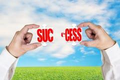 Σύνδεση δύο γρίφων για την επιτυχία στοκ εικόνα